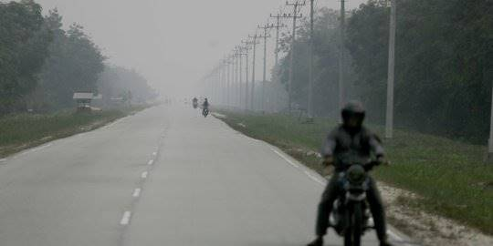 Kabut asap di Pekanbaru. ©Liputan6.com/Faizal Fanani