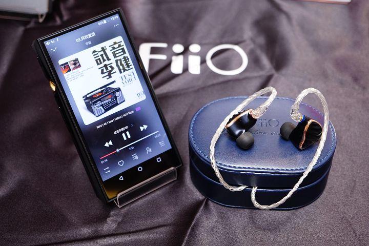 FiiO M11 播放器搭配 FH7 耳機,可說是 FiiO 目前最佳的聆聽組合。