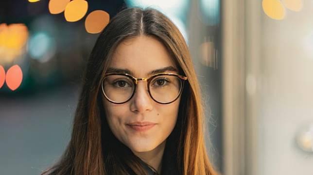 Perempuan Berkacamata Lebih Cantik Di Mata Pria Ini Kata Penelitian Suara Com Line Today