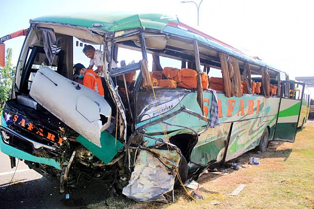 A National Transportation Safety Committee (KNKT) official examines a badly damaged Safari bus following an accident on the Cipali toll road in this file photo.