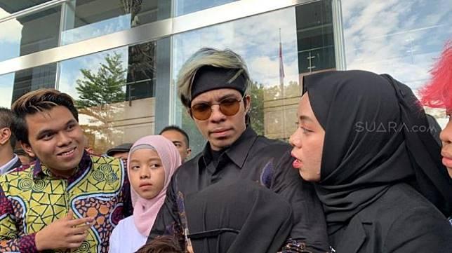 Gen Halilintar menjalani sidang gugatan hak cipta di PN Jakarta Pusat [Suara.com/Evi Ariska]