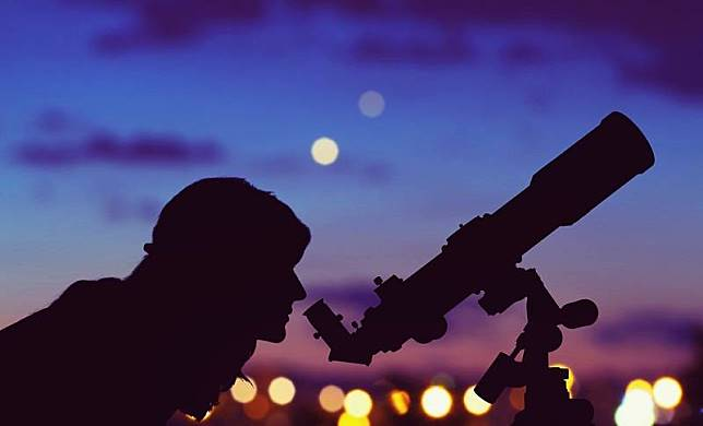 Astronomi via shutterstock.com