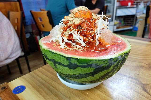 西瓜冷麵(수박냉면,KRW14,000,約港幣93)。
