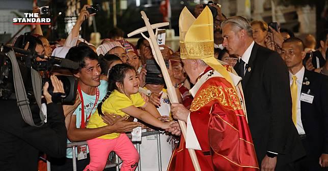 เยาวชนชาวคริสต์คาทอลิกปลื้มปีติ พระสันตะปาปาใกล้ชิด ณ อาสนวิหารอัสสัมชัญ