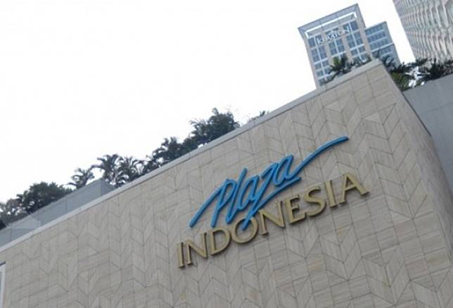 Logo of Plaza Indonesia on the outside wall of the shopping mall building on Jl. M.H. Thamrin in Central Jakarta.