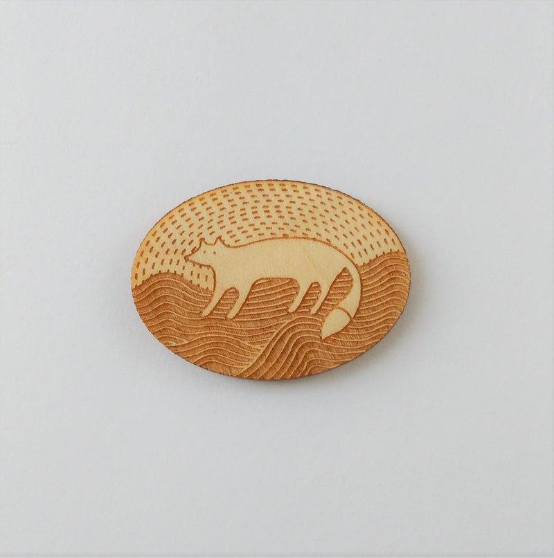 這是用激光切割楓木實木的拉刀。 因為它使用天然木材,所以它比膠合板更輕盈,更堅固。 請一起享受煙熏味。