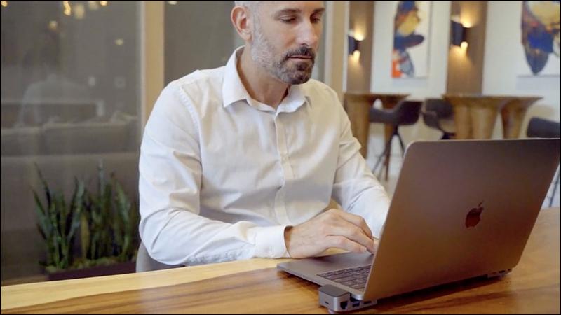 JoyDuo 推出 MacBook Pro 專屬 USB-C Hub 筆電支架