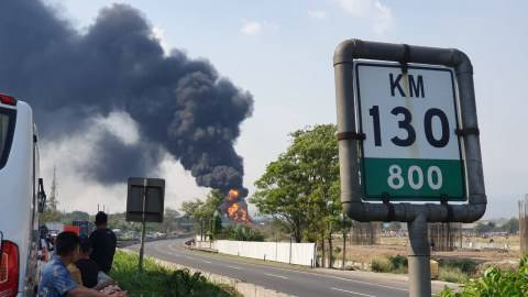 Jasa Marga Alihkan Lalin Tol Padaleunyi Akibat Pipa Minyak Terbakar