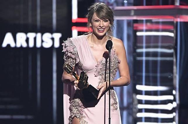 Taylor Swift akan Menjadi Peraih Penghargaan Woman of the Decade Pertama di Billboard Women in Music