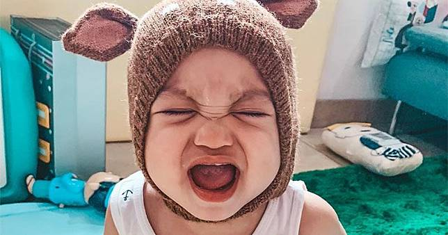 Cara mengurangi rasa sakit saat anak mulai tumbuh gigi 1f8fed8563