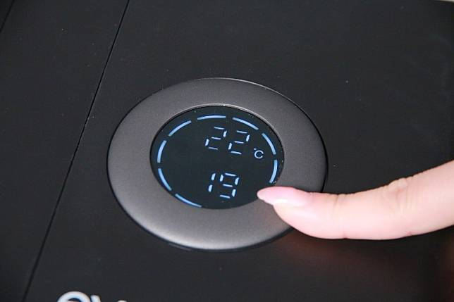 旋轉式面板有5種選項,手指一轉就能微調。(胡振文攝)