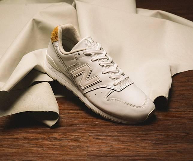 UNITED ARROWS x New Balance CM996UAA,以白色牛革作主調帶出Hi-End簡約風格,並於鞋領包邊位置加入橙色麖皮以作點綴。即日起至8月15日23時59分於網上登記抽籤,8月16日公布結果。(互聯網)