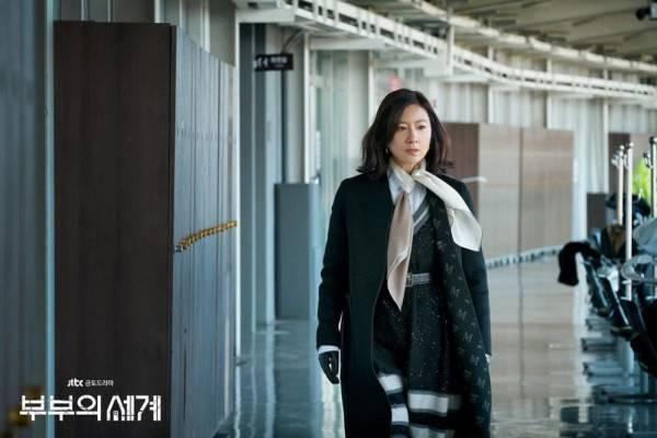 10 Harga Tas Kim Hee Ae di KDrama 'The World of the Married