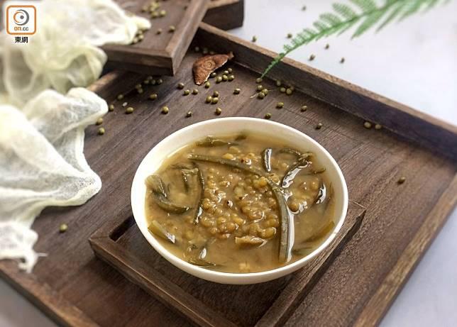 如果有需要把綠豆沙作為清熱的食療,加海帶、臭草更有效。(互聯網)