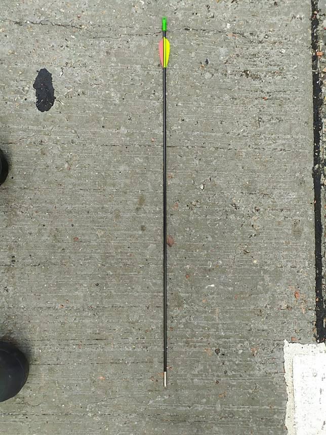 現場留有同類的箭。