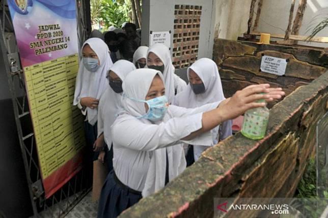 Cuci tangan 6-10 kali sehari maksimalkan penularan corona, kata pakar