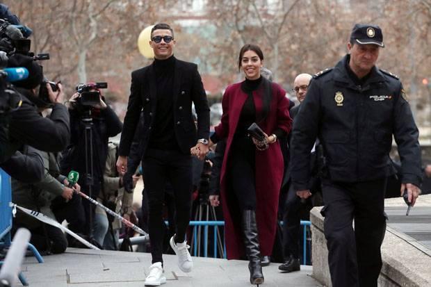 Gandeng Georgina, Ronaldo Datangi Pengadilan Spanyol