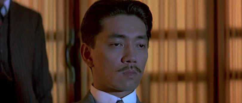 《末代皇帝》坂本龍一飾演甘粕正彥,更臨危受命接下電影配樂工作。(圖/甲上娛樂提供)
