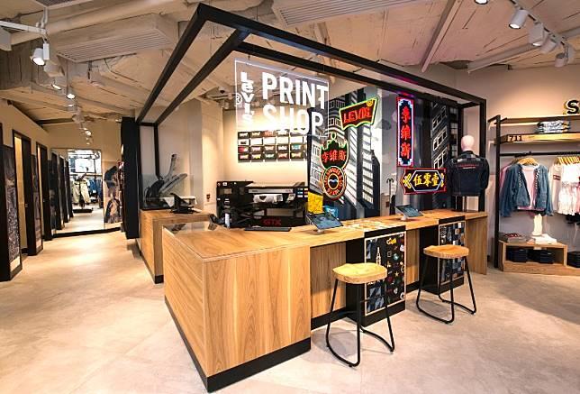 位於尖沙咀K11 MUSEA的Levi's® Print Shop,有提供製作個人化Batwing Logo Tee服務。(互聯網)