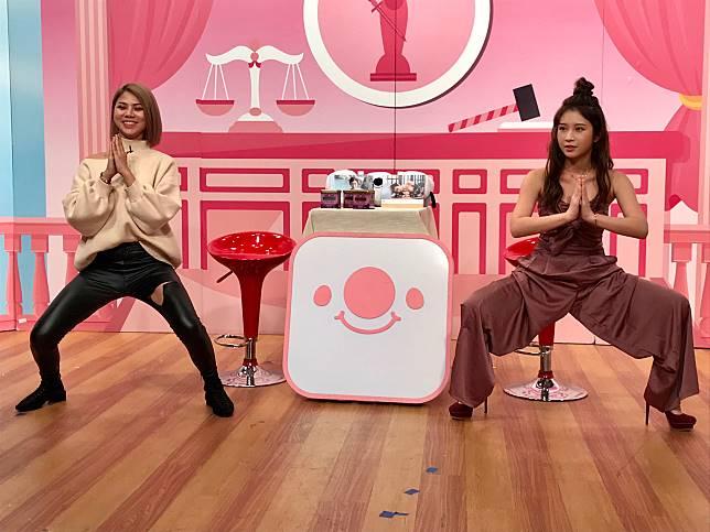 ▲雞排妹(右)帶蕾菈示範自己的提臀運動招式。(圖/學姊受不了提供)