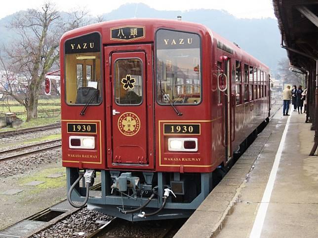 另一架觀光列車八頭號亦隨時於站內現身。(互聯網)