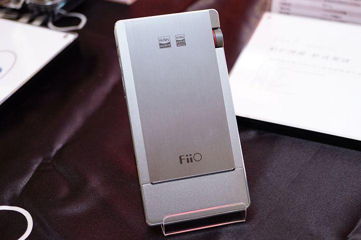 FiiO Q5S 的外型與前代大致相同。