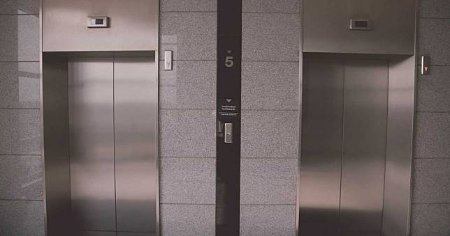 武漢肺炎/搭電梯別用鑰匙、筆頭戳 防病菌用「手」按才對