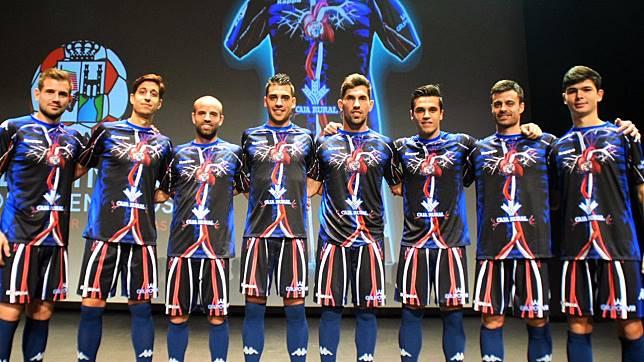 แน่ใจว่าเสื้อบอล! ทีมในดิวิชั่น 4 สเปนออกชุดแข่งใหม่สุดแหวกแนว