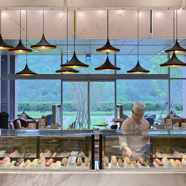 1.全世界最大飯店集團 2.在自然花園中品味美食 3.六星級飯店全新開幕