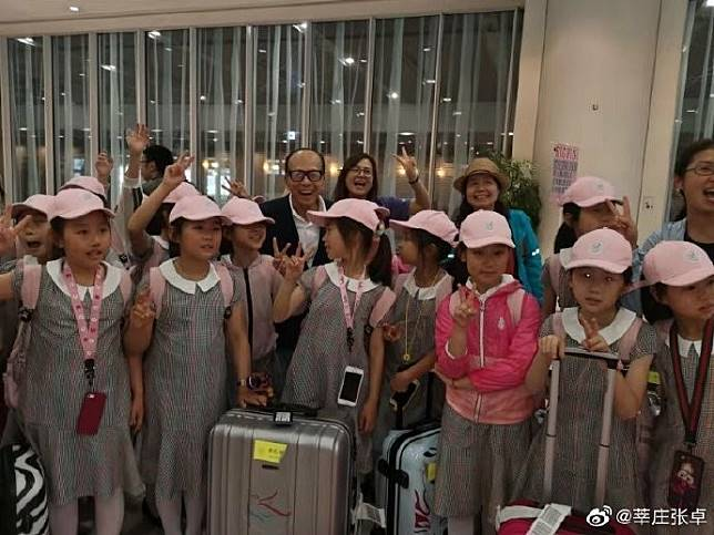 Chinese billionaire Li Ka-shing pays for Shanghai dancers' trip to Japan after meeting them at airport