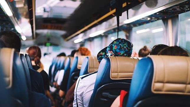 Ilustrasi liburan - bus