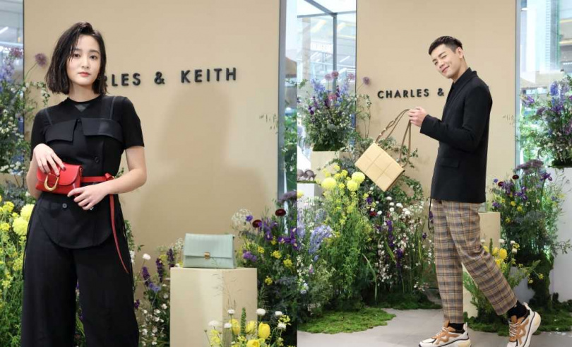 (左) CHARLES&KEITH D字扣兩用腰包NT1,590。(右) CHARLES&KEITH豆腐方格肩背包NT2,390(圖/品牌提供)
