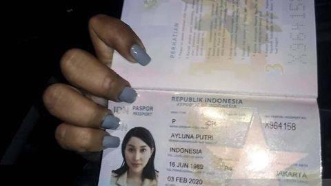 Paspor dan KTP Lucinta Luna: Perempuan Atas Nama Ayluna Putri