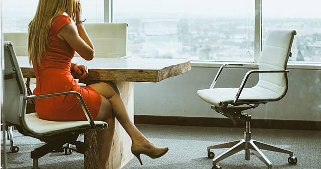 飯局中途離場「處理私事」 男勾女部屬「辦公室偷情」離奇暴斃