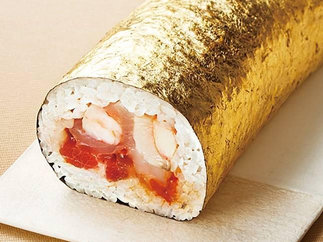 今年伊勢丹就帶來了4款奢華版惠方卷,其中一款用金箔做外層,包裹着鮪魚、鰻魚、甜蝦等海鮮,閃閃生輝零舍搶眼。(互聯網)