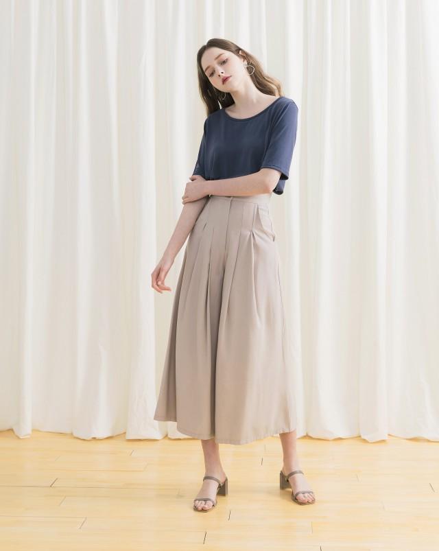 雙琥珀釦/前面雙打摺設計/寬襬褲管穿起來涼爽舒適