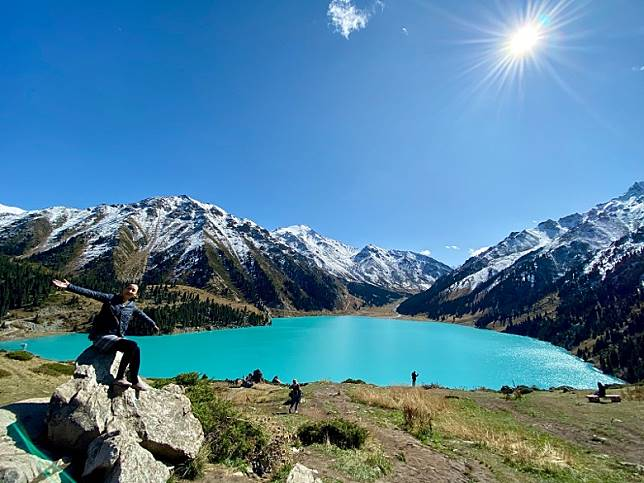 天然高山水庫Big Almaty Lake,媲美瑞士的湖光山色。(FoodieCurly鬈毛妹提供)