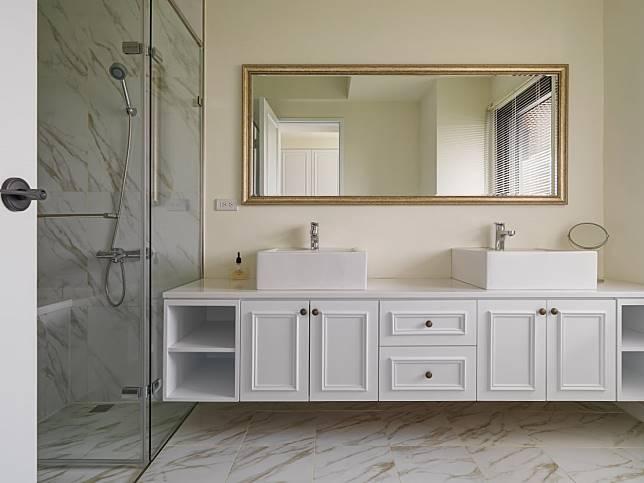 11. 多層次浴櫃,實用又層次井然