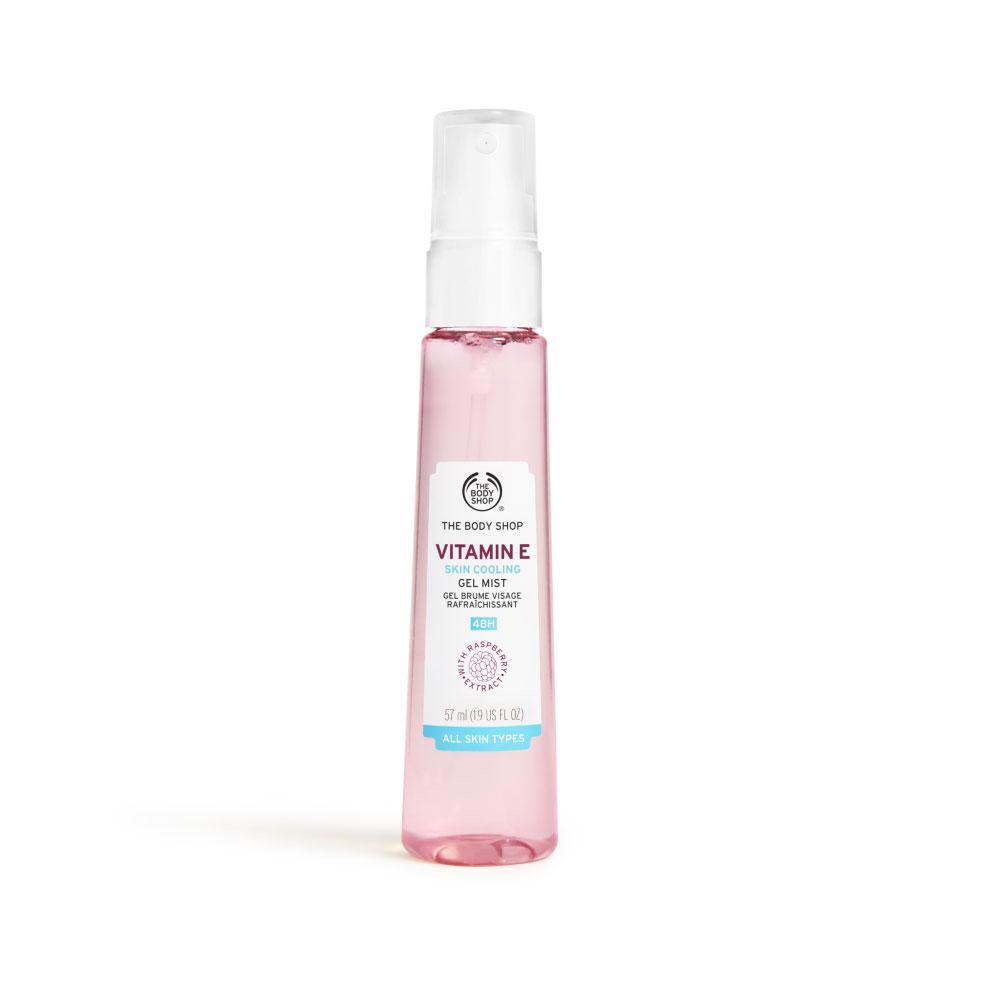蘊含覆盆子鮮果菁萃、維他命E、甘油、葡萄糖等多種嫩膚保濕成份,能迅速補充肌膚水份同時調理全臉肌膚嶄新的凝膠水霧質地,清爽好吸收,使臉部肌膚沁涼降溫。可單獨作為臉部保濕使用。