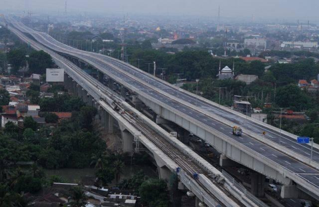 Pagi ini, Jalan Tol Jakarta-Cikampek II dibuka untuk umum dan gratis