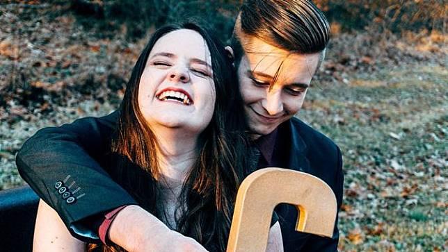 Studi: Tertawa Jadi Penentu Kebahagiaan Pernikahan
