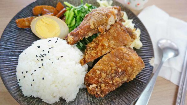 【台北美食】小南老蘇雞腿排骨便當-吃完還會想再來吃的無敵美味雞腿飯