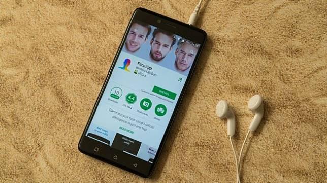 Ilustrasi aplikasi FaceApp pada ponsel pintar. [Shutterstock]