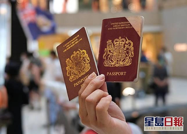 約翰遜表示,落實將允許300多萬名合資格申領BNO的港人,以及家屬到英國居留,並容許他們在當地工作和給予入籍途徑。資料圖片