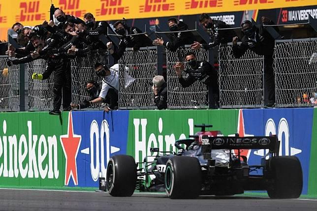 Hamilton juarai GP Portugal untuk kemenangan ke-97 dalam karier