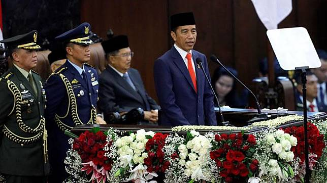 Indonesian President Joko Widodo delivers a speech after taking his oath during his presidential inauguration for the second term, at the House of Representatives building in Jakarta, October 20, 2019. Adi Weda/Pool via REUTERS