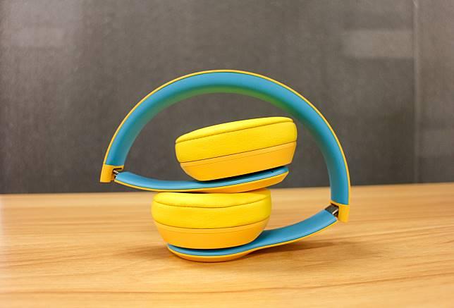 耳機摺疊後變得小小的,方便收納及攜帶。