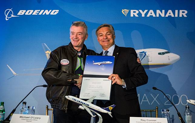 Michael O'Leary, CEO of Ryanair (L) and Ray Conner, President and CEO of The Boeing Company, shake hands after signing a contract announcing the first sales of Boeing's new 737 Max 200 to RyanAir on Sept. 8, 2014 in New York City.