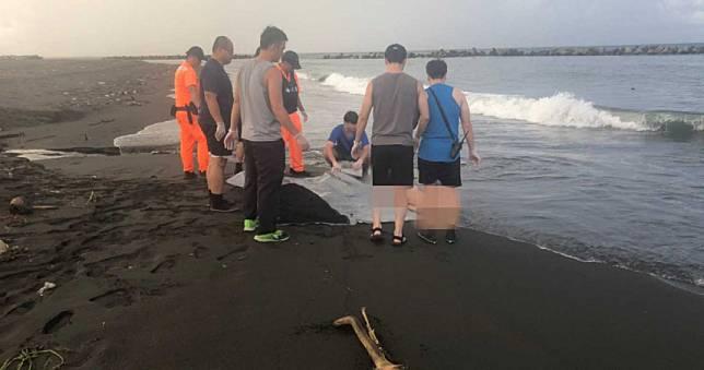 林園海邊驚見全裸女屍 年約50歲身分待查