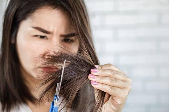 10 Cara Merawat Rambut Kering Kembali Sehat Bercahaya Theasianparent Line Today